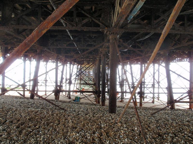 Pier von unten